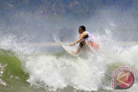 """Surfing"" dikembangkan di Pantai Wafor"