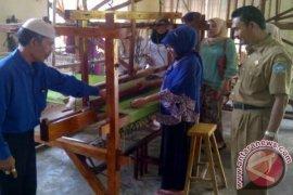 Aceh Selatan Latih Tenun Songket Bagi Wanita
