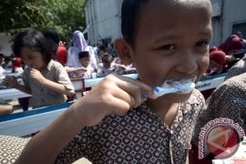 1.000 anak ikut kampanye sikat gigi sejak dini