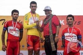 Arvin Moazemi Juarai Tour de Singkarak