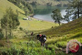 Sebelum Dibuka, TNBTS Bersihkan Jalur Pendakian Gunung Semeru