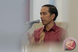 Presiden Jokowi Saksikan Matahari Pertama 2016 di Rajaampat