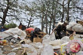 Tempat pembuangan sampah liar muncul di Karawang