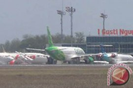 Landasan pacu Bandara Juanda rusak, penerbangan ditutup sementara 3-4 jam