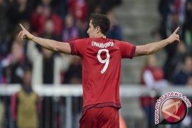 Lewandowski Dwigol, Muenchen Cukur Frankfurt 3-0