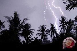 Awas! hujan angin petir di 14 wilayah Jabar