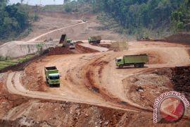 Pembangunan infrastruktur membuat truk besar diburu pembeli