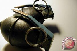 Warga Biak serahkan empat granat temuan