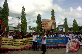 Buruh Demo Menuntut Peninjauan UMP Aceh
