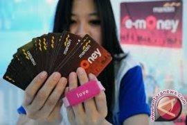 Pengamat nilai penerapan uang elektronik di Riau lambat karena belum terintegrasi