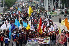 Gelombang demonstrasi warnai pembahasan UMK 2017 Bekasi