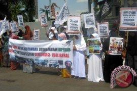 MHTI Jember Demo Tuntut Penghentian Pengiriman TKW