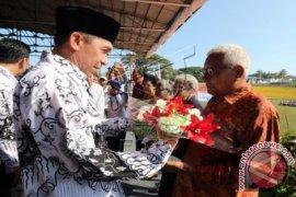 Gubernur Maluku Bernostalgia di Peringatan PGRI