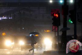 Hujan disertai kilat akan mengguyur sebagian Jabodetabek