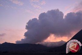 Aktivitas Vulkanik Gunung Bromo Terus Meningkat