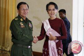 """Kepada Paus, panglima militer katakan """"tak ada diskriminasi agama"""" di Myanmar"""