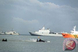 Wapres disuguhi atraksi laut TNI AL