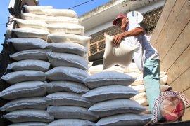 Masyarakat Dua Kecamatan Terima Beras Raskin Gratis