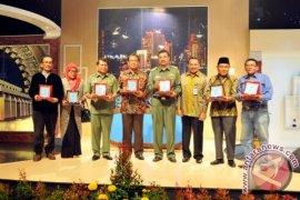 Pj. Bupati Sergai Terima Penghargaan Dari TVRI