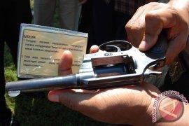 Polisi Tinggalkan Pistol di Toilet