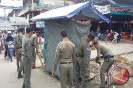 Satpol PP Sanggau Tertibkan PKL di Kawasan Puja Sera