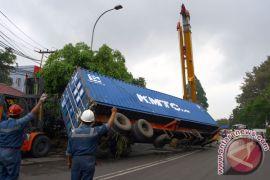 Angkutan barang bermuatan lebih akan ditindak tegas