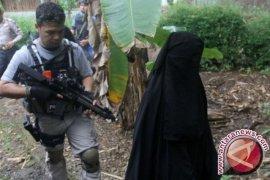 Densus 88 Anti Teror geledah rumah di Bojongmalaka Bandung
