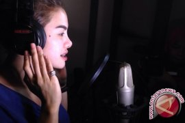 Nikita Mirzani rekaman lagu dangdut koplo