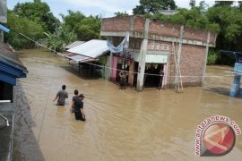 BPBD: Masyarakat bersihkan rumah pascabanjir bandang