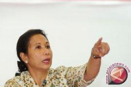 Rini Soemarno mengajar SD Sembalun
