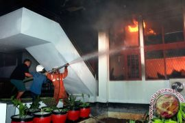 Api di basement gedung baru di Jalan Benyamin Sueb dipadamkan