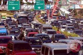 Jalan Purwakarta-bandung Padat Akibat Pengalihan Arus