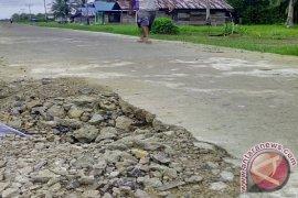 Pimpinan DPRD Segera Tinjau Proyek Rabat Beton Pulau Maya