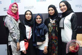 Jurus perancang busana muslim bersaing dengan merek global