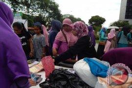 Tebar Gratis 200 Jilbab di Car Free Day