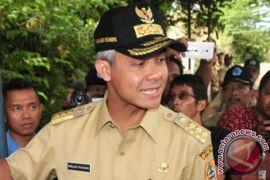 Ganjar Pranowo heran ditolak salaman oleh petugas Panwas