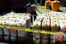 Cari untung Rp900, penyalahguna BBM bersubsidi di Indramayu diringkus polisi