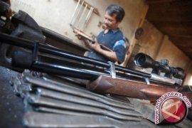 Senjata Kiriman CIA Dijual Di Pasar Gelap