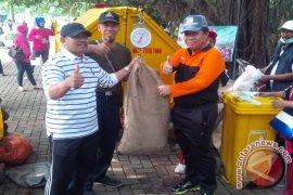 Pemkot Bekasi Kampanyekan Pungut Sampah