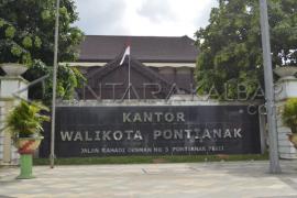 Pemkot - Komunitas Warnai Rumah Di Pinggiran Kapuas