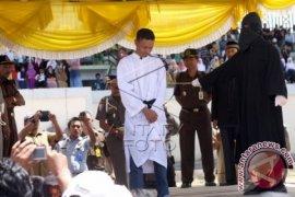 Belasan orang Aceh dicambuk karena langgar syariat Islam