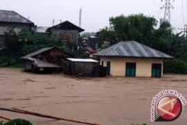 Delapan wartawan terjebak banjir bandang di Pasangkayu, Sulbar