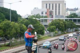 Jakbar pasang lampu jalan Kampung Kunir akhir tahun