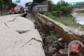 Jalan lintas Kaltim-Kalimantan Utara ambles