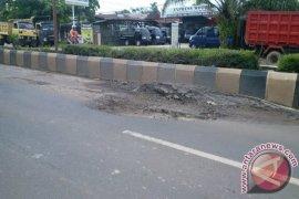 Gubernur Sutarmidji minta Kementerian PU benahi  Jalan Trans Kalimantan