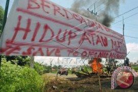 Warga Tiga Desa Blokir Jalan Menuju IPB