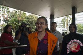 Damayanti kembalikan 240 ribu dolar Singapura
