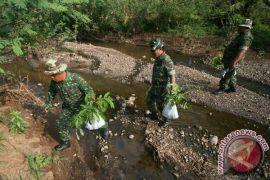 TNI tanam 500 pohon di Aceh Selatan