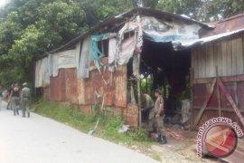 Satpol PP Sanggau Bongkar Gudang Diatas Tanah Pemda