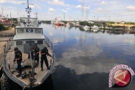 Kapal Patroli Bea Cukai-Polres Tanjungbalai Dilempari Bom Molotov